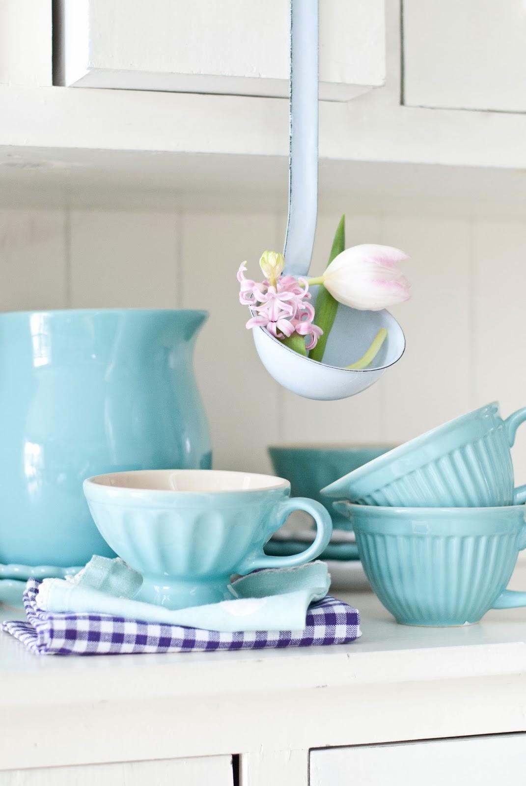 utensili da cucina azzurri